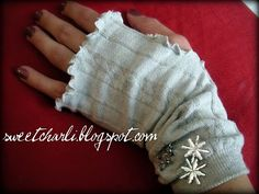 Trendy Fingerless Gloves Tutorial: I'm gonna have to make some for Maya. These are so cute