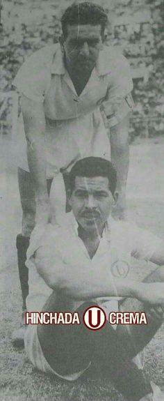 """Cracks de @Universitario, """"La Lora"""" Gutiérrez junto a Luis """"Joe"""" Calderón, ambos bicampeones con la U en 1959-1960..."""