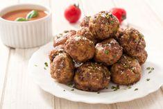 Kødboller i tomatsauce med brune ris, grønt og feta - Diætportalen.dk