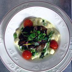 Plat végétarien - Gnocchi sauce crémeuse, asperges, champignons Pleurotes, tomates confites