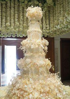 36 Wedding Cake Ideas with Luxurious Floral Designs Extravagant Wedding Cakes, Big Wedding Cakes, Amazing Wedding Cakes, Wedding Cakes With Cupcakes, Wedding Cake Designs, Amazing Cakes, Mod Wedding, Ivory Wedding, Purple Wedding