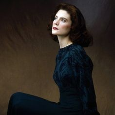 Donna Hayward (Lara Flynn Boyle)