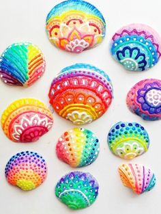 How to make Painted Sea Shells with Puffy Paint - Color Made Happy , Sea Crafts, Rock Crafts, Crafts To Sell, Crafts For Kids, Arts And Crafts, Seashell Crafts Kids, Plate Crafts, Preschool Crafts, Seashell Painting