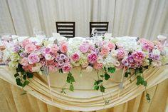 会場装花の中にもネコが♡ ピンクをベースにかわいく仕上げて頂きました。