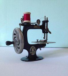 Vintage Original SINGER Model 20 SewHandy Child's SEWING Machine USA  c.1920 #SINGER