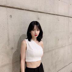 #剪短頭髮心情좋다的娥 💀這兩天心臟開始負荷不到 #wjsn #seola Kpop Girl Groups, Kpop Girls, Cosmic Girls, Cute Korean, Meme Faces, Queen, Beautiful Asian Girls, Girl Pictures, Girl Crushes