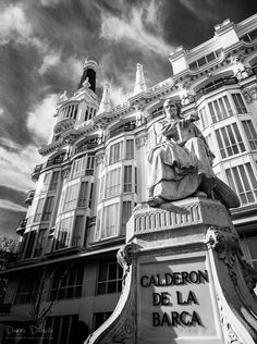 one Of my fav places Foto Madrid, Santa Ana, Travel Maps, The Great Outdoors, Traveling By Yourself, Spain, Black And White, Plaza, Architecture
