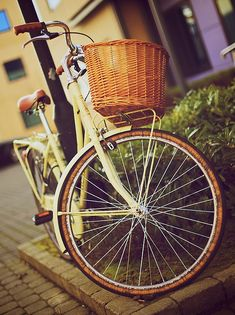 I've always said that if I had a vintage bike I'd be the girl in a polka dots and heels riding about. Anyone know where to find a bike like this?