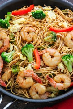20 minute shrimp and broccoli lo mein - Nom-Food! Fish Recipes, Seafood Recipes, Asian Recipes, Dinner Recipes, Cooking Recipes, Healthy Recipes, Chinese Shrimp Recipes, Easy Shrimp Recipes, Chinese Noodle Recipes