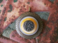 vintage button pendant necklace jewelry by Suddendeersighting, $24.00