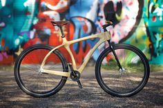 Designer constrói lindas bicicletas de madeira