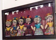 Muñecas de Frida hechas y pintadas a mano.  Piezas expuestas en museos de talla internacional. #OsoYParis
