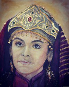 Diriliş Ertugrul Sultan Alaeddinin eşi Mahperi hatun. Canlandiran oyuncu Sinem Uslu