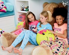 The best way to end the day? A sleepver with besties!