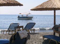 plage de sable noir de Santorin, Greece