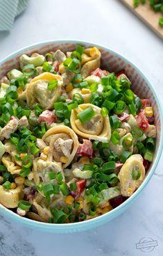 Sałatka z tortellini i kurczakiem – Smaki na talerzu Tortellini, Polish Recipes, Polish Food, Christmas Cooking, Sprouts, Food And Drink, Meals, Dinner, Vegetables