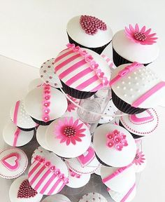 Hot Pink & White Cupcakes