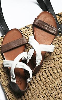 cute crossroads sandals http://rstyle.me/n/iprzvr9te