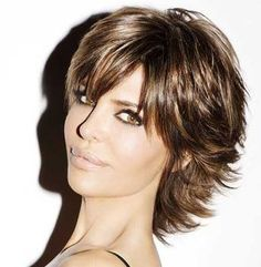 19 coupes de cheveux de Lisa Rinna - Art Tutorial and Ideas Short Hair With Layers, Long Layered Hair, Short Hair Cuts, Hair Layers, Short Shag Hairstyles, Hairstyles Haircuts, Lisa Rinna Haircut, Medium Hair Styles, Short Hair Styles