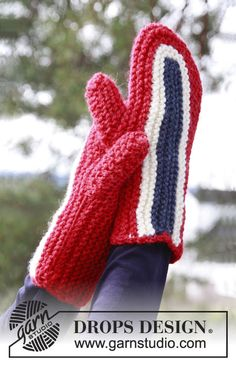 """Knitted DROPS mittens in garter st worked sideways from side to side in """"Alaska"""". SIZE S-L ~ DROPS Design"""