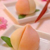 Peach Nerikiri (Sweet Bean Paste Confections) - Easy Wagashi to Make for Dolls' Festival - Desserts Ideas Japanese Sweets, Japanese Wagashi, Japanese Food, Japanese Noodles, Japanese Ramen, Japanese Recipes, Desserts Japonais, Cute Food, Yummy Food