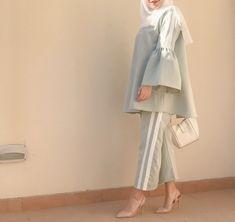 Pinterest: just4girls Modern Hijab Fashion, Street Hijab Fashion, Pakistani Fashion Casual, Modesty Fashion, Hijab Fashion Inspiration, Abaya Fashion, Muslim Fashion, Fashion Dresses, Hijab Look