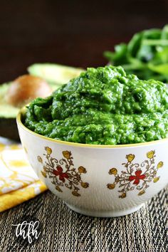 Clean Eating Spinach and Avocado Dip..made with fresh, clean ingredients, is ready in just minutes, and it's raw, vegan, gluten-free, dairy-free, lectin-free and paleo-friendly | The Healthy Family and Home #lectinfree #lectinfreevegan