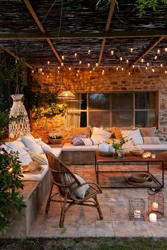 Cheap (or almost free) ideas to make your home more inviting There are many things Outdoor Garden Lighting, Outdoor Decor, Outdoor Furniture, Small Terrace, Modern Farmhouse Exterior, Pergola Designs, Garden Chairs, Architecture Design, Outdoor Living