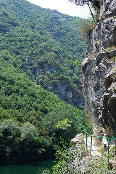 Randonnée le long du canyon Matka, Macédoine. #Macedonia #hiking #landscape #outdoor