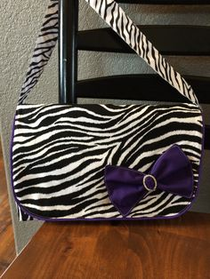 Www.facebook.com/tamerlanesewing Handmade messenger bag in zebra print.