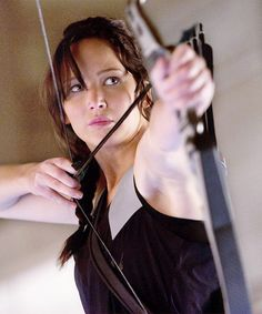 Katniss Everdeen / Jennifer Lawrence (The Hunger Games: Catching Fire) Katniss Everdeen, Katniss And Peeta, Hunger Games Fandom, Hunger Games Catching Fire, Hunger Games Trilogy, Jennifer Lawrence, Presidente Snow, I Volunteer As Tribute, Famous Movies