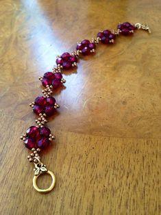 Beaded Bracelets Tutorial, Beaded Bracelet Patterns, Handmade Bracelets, Beaded Earrings, Handmade Jewelry, Embroidery Bracelets, Jewelry Crafts, Vintage Jewelry, Bijoux Design