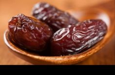Deglet Nour Dates Fasting Ramadan, Health Benefits Of Dates, Deglet Nour, All Vitamins, Alkaline Foods, Dog Eating, Healthy Fruits, Healthy Life, Healthy Foods