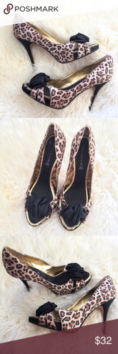 Leopard Steve Madden Heels! Beautiful leopard patterned Steven by Steve Madden heels! Peep toe with ruched black bow in the front. Super cute and in excellent condition - only worn a few times! 💕 Size 10. Steve Madden Shoes Heels