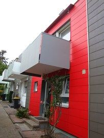 Das Peter Waaser Malergeschäft in Stuttgart (70372) bringt Farbe and graue Fassaden. | Maler.org
