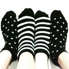 Disfarçadíneas. #meias #socks #sockmodel #listras #stripes #bolinhas #dots #blackandwhite #P&B