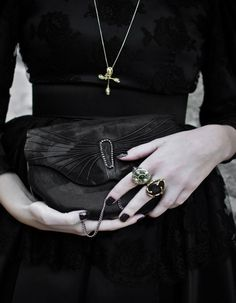 Trent Femmeznor // cHuBbY KiTty 🦇 22 yr old agender goth witch 🦇 💀 Ms. Gothic Seattle 2017 💀 I like weed, tattoos, NIN, and Skinny Puppy. Grunge Style, Soft Grunge, Goth Style, Goth Chic, Corporate Goth, Dark Fashion, Gothic Fashion, Modern Witch, Punk Goth