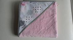 Ensemble cape de bain + gant, idéal pour un joli cadeau de naissance.