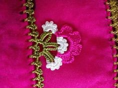 dentelles Floral sand beaded needlework-sand beaded crochet lace and models for you also with the Turkish video Floral Sand Bead Needle-making both wo. Saree Tassels Designs, Saree Kuchu Designs, Bead Crochet, Crochet Lace, Crochet Designs, Crochet Patterns, Crochet Borders, Crochet Videos, Crochet Flowers