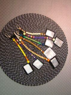 Heijastimet kuminauhaan muovihelmistä. Heijastin-osa huopakangasta ja heijastin tarraa. Hobbies And Crafts, Helmet, Scrap, Miniatures, Textiles, Crafty, Beads, Metal, How To Make
