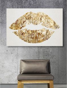 DIY gold lips glam inspired art. SIXTH OF THE PRICE