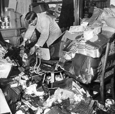 Grocery after the Dutch flood of The Netherlands, Maassluis, Vintage Pictures, Old Pictures, Going Dutch, North Sea, Historical Pictures, Netherlands, Holland, 1950s, Costumes