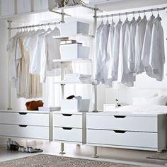 Schlafzimmeraufbewahrung u. a. mit 3 STOLMEN Elementen in Weiß, PLUGGIS Boxen mit Deckel in Weiß und SKUBB Fächern in Weiß                                                                                                                                                      Mehr