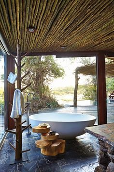 I'm taking one last bath here. I love this outdoor bath. A view and privacy. Our next stop won't have this kind of set up...................