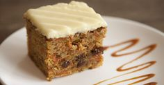 Carrot cake recipe with cinnamon and walnuts and vanilla. Add chopped dates or raisins to this one layer carrot cake. Carrot Cake Recipe With Raisins, Carrot Spice Cake, Moist Carrot Cakes, Vegetarian Cake, New Cooking, Square Cakes, Best Cake Recipes, Cake Tins, Health Desserts