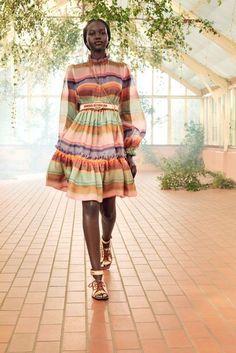 Zimmermann Resort 2021 - NOWFASHION Tim Walker, Vogue Paris, Live Fashion, Fashion Show, Modern Fashion, Runway Fashion, Womens Fashion, Fashion Trends, Pretty White Dresses