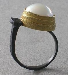 Ring - Pat Flynn. Nail Ring Pearl Iron, 18 karat Gold, Pearl Fabricated