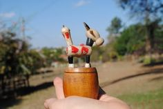 """Brinquedo Vaca """"marionete"""" que se apresenta sobre mini tonel:   eu tinhaaaaaaaaaa!"""