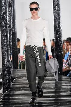 Men Fashion Show, Fashion Show Collection, Fashion Week, High Fashion, Paris Fashion, Womens Fashion, Moda Paris, Male Model, Loewe