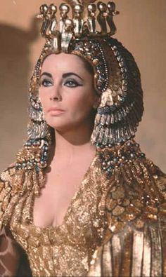 8a5203e5093f Elizabeth Taylor in her Cleopatra costume (1962) Rita Hayworth